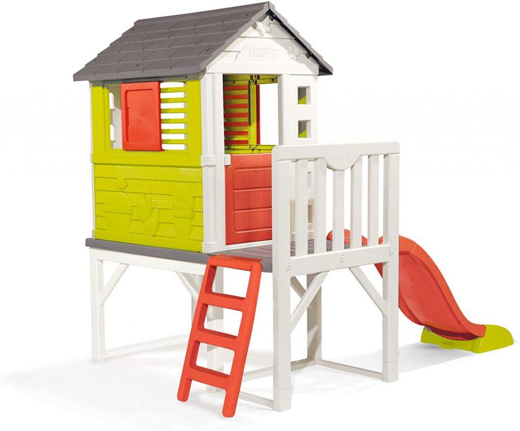 La maison Pilotis Smoby avec toboggan est une aire de jeux pour les enfants de 2 à 8 ans.