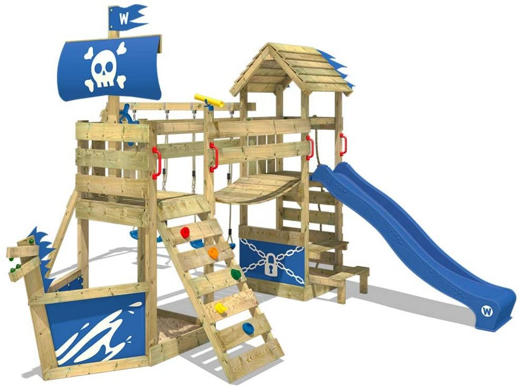 Cette aire de jeux en bois Wickey dispose de plusieurs jeux d'extérieur en un seul !