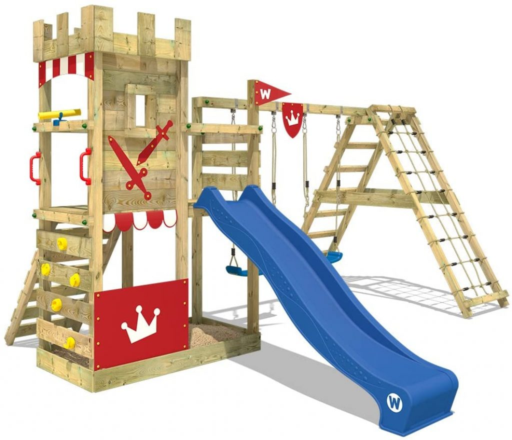 L'aire de jeux Smart Crown a une belle tour pour lui donner un style médiéval.